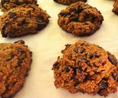 Gluten-Free Chocolate Chip Cookies with a hint of banana Paleo Cookie Recipe, Paleo Keto Recipes, Paleo Cookies, Paleo Baking, Real Food Recipes, Snack Recipes, Snacks, Paleo Sweets, Paleo Dessert