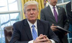 Le président Donald Trump devrait signer des ordres exécutifs à compter du mercredi qui incluent une interdiction temporaire de la plupart des réfugiés et une suspension des visas pour les citoyens syriens et six autres pays du Moyen-Orient et d'Afrique.