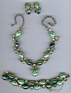REGENCY AMAZING VINTAGE GREEN ART GLASS NECKLACE BRACELET & EARRINGS PARURE