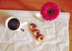 Biscotti e tè  breakfast spring flower cookies tea
