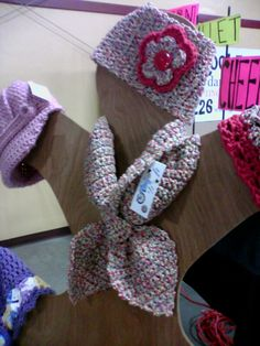 Hat stand display with neckwarmer