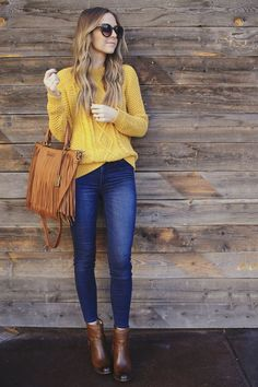 65 Modern Fall Outfits Ideas For Women To Try Asap Home in Fashion Kleider formell Kleider Dark Blue Jeans Outfit, Blue Jean Outfits, Yellow Sweater Outfit, Outfit With Brown Boots, Cognac Boots Outfit, Mode Outfits, Casual Outfits, Fashion Outfits, Casual Jeans
