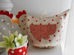 Buongiorno amiche! Oggi vi presento le galline porta sacchetti, un'idea utile per la cucina. Domani e domenica mi troveret...