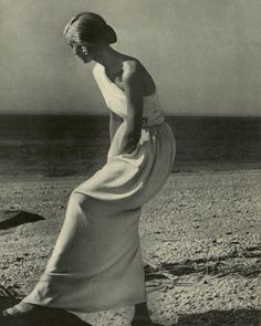 ❤️ #richardavedon photograph from 1946 that matcges pebble beach seascape with a pale crepe column gown. Organic and sensual, the dress bares one shoulder and is caught in at the waist with a scarf. The model's pose suggests movement and poise, her athletic figure the frame for classical drapery.