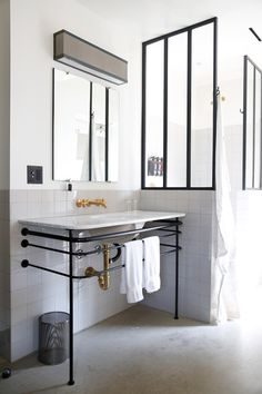 Console basins provide a dramatic edge - especially when they feature black painted legs - super stylish!