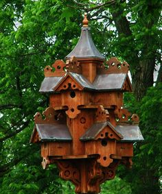 When it comes to birds, avid watchers know that you can never have too many bird houses in your yard. Birds appreciate these items during the nesting and migration seasons, which can just about cover the entire year in some areas. Bird House Feeder, Bird Feeders, Bird Cages, Fairy Houses, Yard Art, Beautiful Birds, Outdoor Gardens, Garden Design, Landscape Design