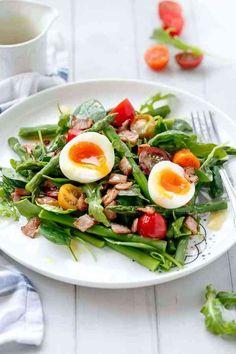 BLT Breakfast Salad with Honey Mustard Dressing Breakfast Salad, Savory Breakfast, Breakfast Ideas, Summer Dishes, Summer Salads, Salat Nicoise, Quinoa Fruit Salad, Blt Salad, Pasta Salad