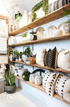 Design Shop, Shop Interior Design, Gift Shop Interiors, Store Interiors, Flower Shop Interiors, Gift Shop Displays, Gift Shop Decor, Retail Store Displays, Retail Display Shelves