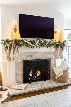 35 Popular Fireplace Mantel Decor Best For This Winter - Most people only think about fireplace mantel decor during the winter holidays, when they're likely to pull out all the stops to make it gorgeous. Christmas Mantels, Christmas Home, Merry Christmas, Fireplace Mantel Christmas Decorations, Mantel Ideas, Modern Christmas, White Christmas, Sweet Home, Christmas Living Rooms