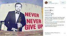 Non è più solo un meme su internet. Leonardo DiCaprio che sorride con l'Oscar in mano è ora su un muro come una grande opera di