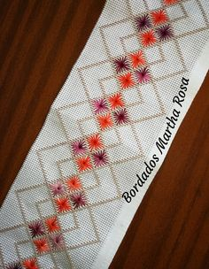Needlepoint Stitches, Embroidery Stitches, Needlework, Bordado Tipo Chicken Scratch, Hand Embroidery Design Patterns, Swedish Embroidery, Palestinian Embroidery, Swedish Weaving, Baby Bedding Sets