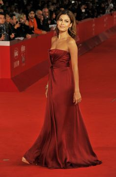 Eva Mendes Has Great Style And A Great Man To Boot – Adrianna O'Donnell – beauty Eva Mendes Hair, Dresses For Apple Shape, Eva Mendes Collection, Fiestas Party, Glamour, Red Carpet Looks, Red Carpet Dresses, Beautiful Actresses, Party Dresses