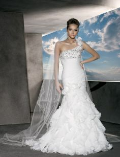 One shoulder trumpet / mermaid organza bridal gown
