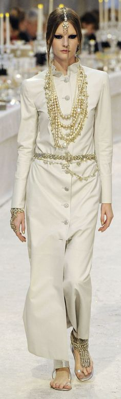 ✪ Gorgeous India Influence in Chanel's Paris-Bombay Pre-Fall 2012 2013 collection ~ Very cool ✪ www.vogue.it/...