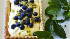 Recette de tarte citron-passion aux myrtilles.