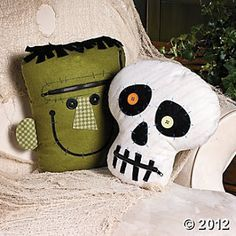 Pillows for the porch swing. Zipper Mouth Characters, Throws and Pillows, Home Decor - Terry's Village Holiday Decor - photo Theme Halloween, Halloween Sewing, Halloween Pillows, Halloween Quilts, Halloween House, Holidays Halloween, Costume Halloween, Spooky Halloween, Halloween Crafts