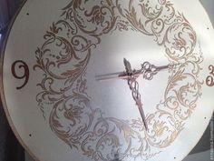Купить или заказать настенные часы Вальс Франзузская Ваниль большие в интернет-магазине на Ярмарке Мастеров. Настенные часы, диаметр 50 см, объемное декорирование, золочение жидкой поталью, воском, стразы и стрелки покрыты жидкой поталью. Стильные настенные часы, по мотивам часов Вальс. Часы-панно цвета французской ванили..