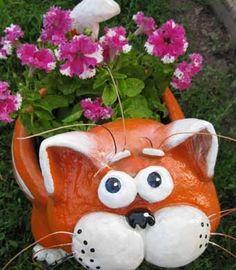 DIY-Suloinen-Cat-Kukka-Pot-from-muovi-pullo-ja-Sementin 8.jpg