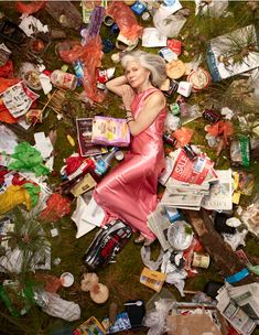 Photo : Gregg Segal - 7 Days of Garbage. Made me think how much i would be surrounded by in 7 days. Will start recycling ASAP! A Level Photography, Art Photography, Photo Ciel, Art Environnemental, Trash Art, Plastic Art, Photocollage, Plastic Pollution, Environmental Art