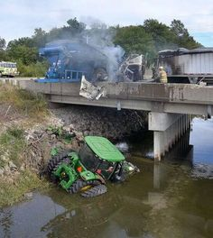 John Deere Tractor Towing A Grain Cart Crashes With A Lorry Carrying Grain. Ford Tractors, John Deere Tractors, Big Tractors, New Holland Agriculture, Farm Humor, Tractor Pulling, Engin, Case Ih, Down On The Farm