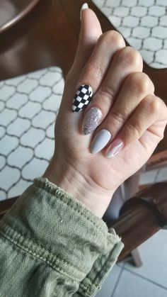Checkerboard nail design, Gray