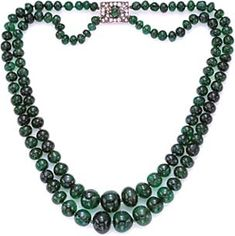 Duke Emeralds: Magnificent Jewels From the Doris Duke Collection Sale Lot 104 A magnificent two-strand emerald necklace Royal Jewelry, Beaded Jewelry, Jewelry Necklaces, Beaded Necklace, Art Deco Jewelry, Fine Jewelry, Jewelry Design, Jewelry Making, Pear Shaped Diamond