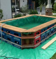Noch ein paar Bierkästen, Holz + Teichfolie übrig? - Dann könnte man daraus ein Swimming Pool bauen und sich auf den Sommer 2015 freuen.  Schönes Wochenende!!! //// Looking for an interesting, creative, or economical way to make your own swimming pool? Here's one that is made from beer cases. Could this work for you? Quelle/Source: http://theownerbuildernetwork.co/easy-diy-projects/makeshift-swimming-pools/