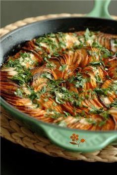 Gratin de patates douces fondant & croustillant, sauce coco pimentée