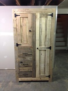 Recycled Pallet DIY Pallet Cabinet for Storage - By thinking in some creative and different way we have done our project to have a DIY pallet cabinet for storage necessities. The basics aspects of structure Pallet Shelves Diy, Pallet Storage, Pallet Cabinet, Pallet Wardrobe, Pallet Closet, Wooden Pallet Projects, Pallet Crafts, Pallet Ideas, Diy Storage Cabinets