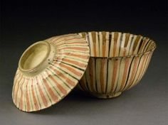 Mugiwara bowls from the late-Edo era. Ceramic Clay, Ceramic Bowls, Ceramic Pottery, Japanese Ceramics, Japanese Pottery, Pottery Painting, Ceramic Painting, Pottery World, Japanese Tea Cups