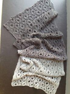 Как связать шарф спицами. Шаль спицами с узором дырочки   Домоводство для всей семьи.