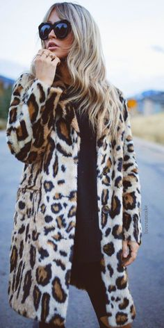 Leopard Print Faux Fur • Street CHIC • ❤️ Curated by Babz™ ✿ιиѕριяαтισи❀ #abbigliamento