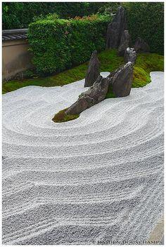 Zen garden, Zuiho-in (瑞峯院) Zen Garden Design, Japanese Garden Design, Landscape Design, Zen Sand Garden, Japanese Rock Garden, Japanese Gardens, Japan Garden, Garden Theme, Garden Stones