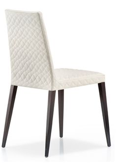 Dress is a collection of upholstered chairs that includes an arm chair and side chairs, with high or low backs. Frame and legs are in oak wood and the upholstery, quilted or plain, can be fabric, leather or vinyl in a wide range of types and colors.