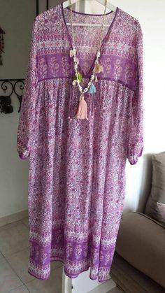 Retrouvez cet article dans ma boutique Etsy https://www.etsy.com/fr/listing/542174817/longue-robe-rose-et-violette-en-voile-de
