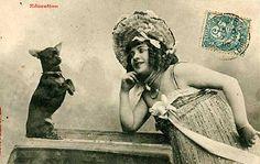carte postale française cachet de la poste 1905, maison de la musique fille et son chihuahua.