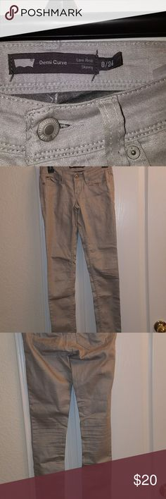 Levi's Juniors Levis Demi Curve Silver/Gray  low-rise skinny jeans. Great condition. Size 0 Levi's Jeans Skinny