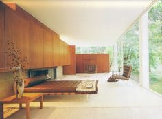 Home Interior Design — An interior shot of the Farnsworth House Mies van. Farnsworth House, Maison Farnsworth, Mid Century Bedroom, Mid Century House, Mid-century Interior, Interior Architecture, Modern Glass House, Minimal Bedroom, Modern Bedroom