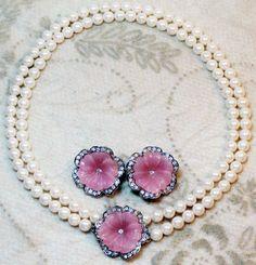 KJL (Kenneth Jay Lane) - Créateur de Bijoux - Vintage - Parure 'Fleur Rose' - Collier et Boucles d'Oreilles - Pour Avon - Années 90