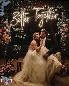 Night Wedding Photos, Funny Wedding Photos, Wedding Night, Night Photos, Wedding Pictures, Country Wedding Photos, Country Barn Weddings, Hair Pictures, Wedding Humor