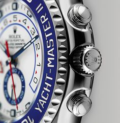 The countdown function of the Rolex Yacht-Master II can be programmed from 10 minutes to 1 minute and the duration set with a mechanical memory. The programming is carried out using the innovative rotatable Ring Command bezel developed by Rolex, which interacts with the movement.