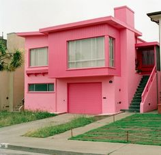 I want to paint my house pink . and my husband thinks Im crazy! This house is too modern for me but I LOVE the idea of a pink house.home your neighborhood organization agrees with your husband! Tout Rose, Pink Houses, Dream Houses, Everything Pink, House Painting, Future House, Interior And Exterior, Beautiful Homes, Building A House