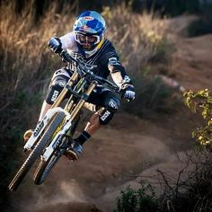 Downhill pro and iXS Sports sponsored Gee Atherton