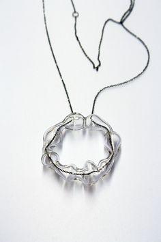 Penjoll de pírex amb plata oxidada (Martina Pont) // Colgante de pírex con plata oxidada (Martina Pont) // Pendant made with pyrex and oxidized silver (Martina Pont)