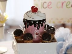 Copo em formato de taça de sorvete
