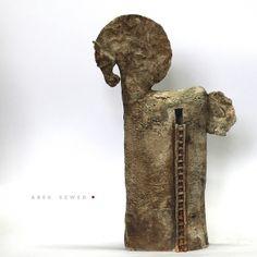 Koń. Późna wersja trojańska. Ceramiczny koń wykonany ręcznie z jasnej gliny, pokryty matowym szkliwem. Ceramika Arek Szwed