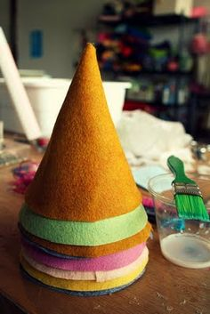 DIY handmade felt hats for birthdays (and other days, too Princess Lasertron is at it again -- this time she's making super cute felt birthday hats and sharing the how-to with us! Diy Party Hats, Birthday Party Hats, Fairy Birthday, Birthday Diy, Elmo Party, Mickey Party, Cat Party, Dinosaur Party, Dinosaur Birthday