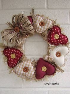 Prim Fabric Hearts With Buttons Wreath Christmas Sewing, Felt Christmas, Christmas Wreaths, Christmas Ornaments, White Christmas, Valentine Wreath, Valentine Day Crafts, Holiday Crafts, Printable Valentine