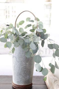 objeto decorativo, me gusta! parece eucalipto?