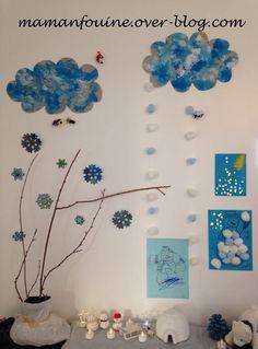 Hier nous avons installé notre table et mur de l'hiver. Les branches sont toujours les mêmes depuis l'automne, mais cette fois elles sont nues. Sur le mur des flocons de neige, que mon loulou a peint, ou colorié au feutre, et que j'ai ensuite découpés. Deux...